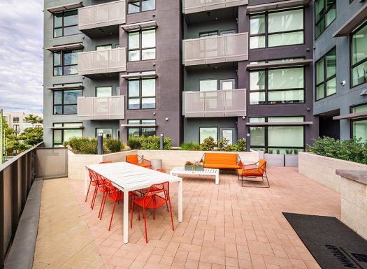 Bell Uptown District Outdoor Courtyard for grilling and dinning